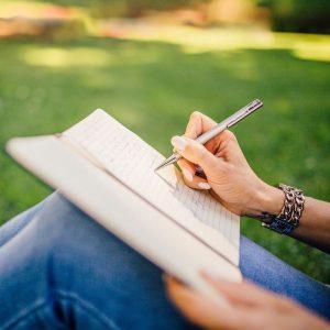 idea 300x300 - چگونگی یافتن ایده جدید برای نوشتن
